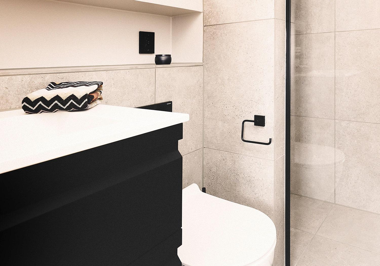 Viser badet fra dørperspektiv